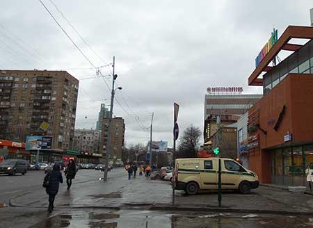 Идем вдоль дороги до МосОблБанка