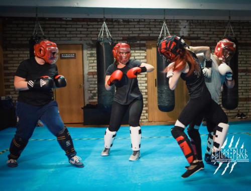Бой против группы женская тренировка